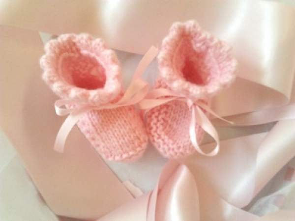 tricot-fait-main-chaussons-roses-pour-bebe-IMGH1339507917_chaussonsrose02